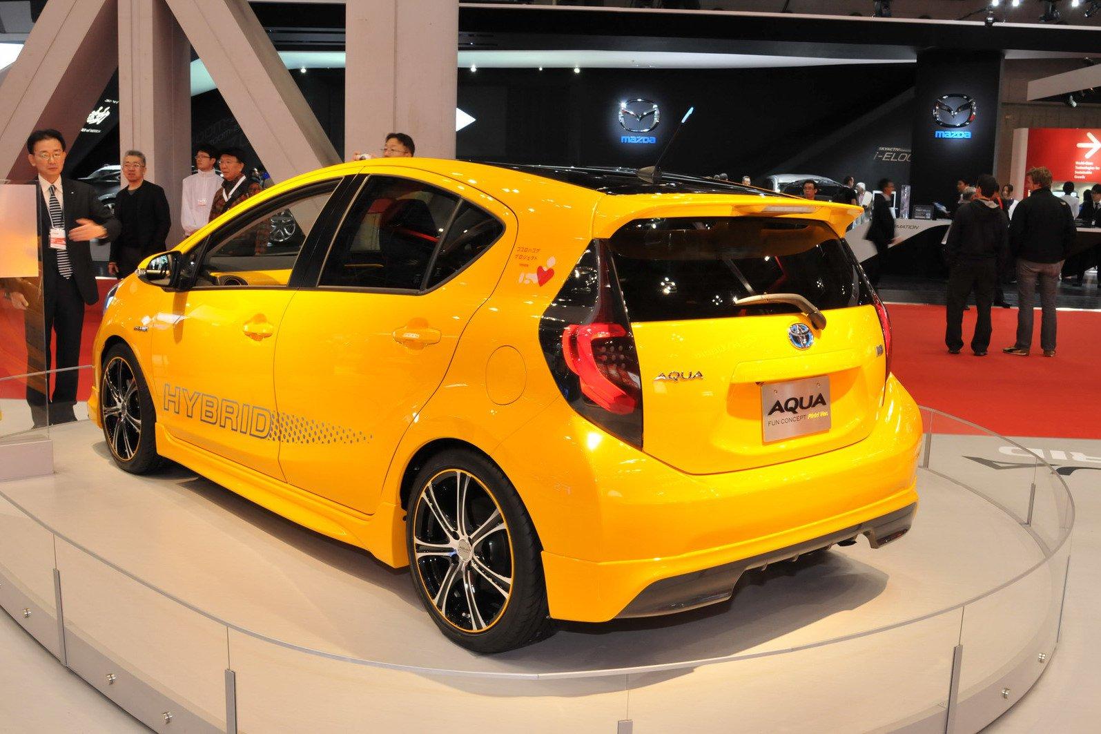 Toyota-KAW-Aqua-Fun-Concept-Carscoop2.jpg