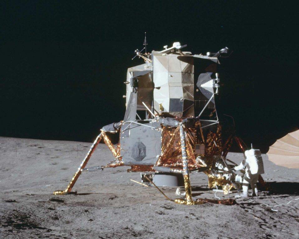 Apollo-12-21688668102_e3fbbd4792_oe.jpg