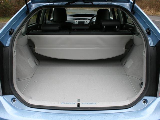 Toyota_Prius_Plugin_Boot.jpg