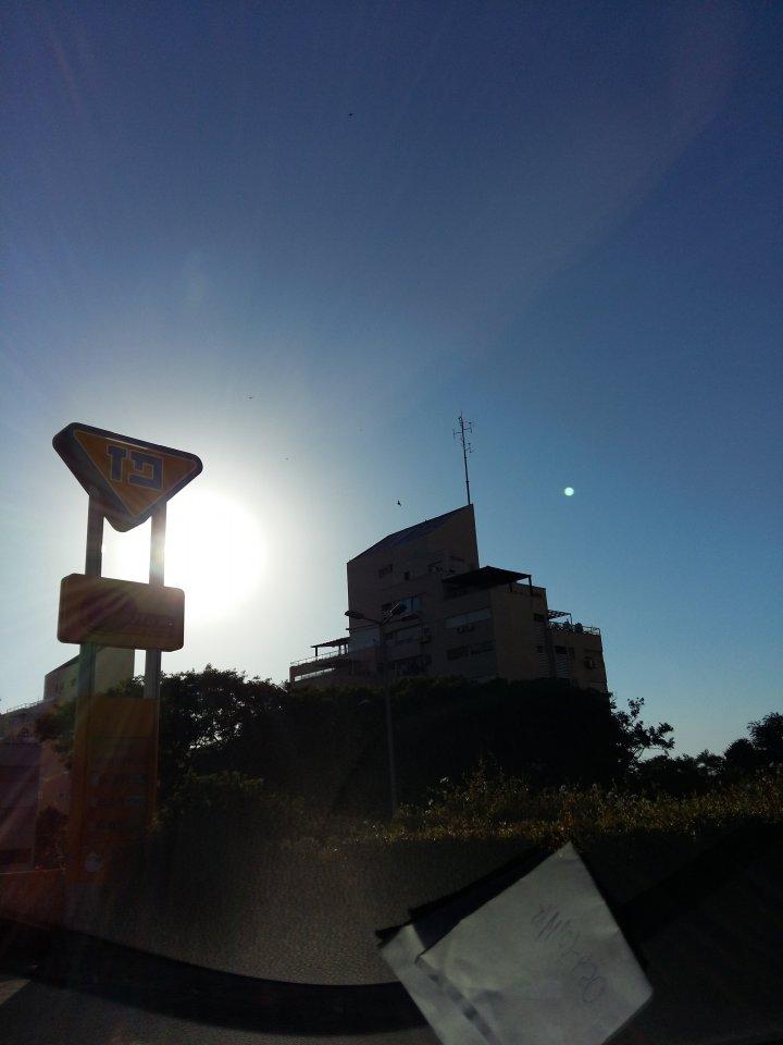 Tiny Windshield Specks In Bright Sunlight Priuschat