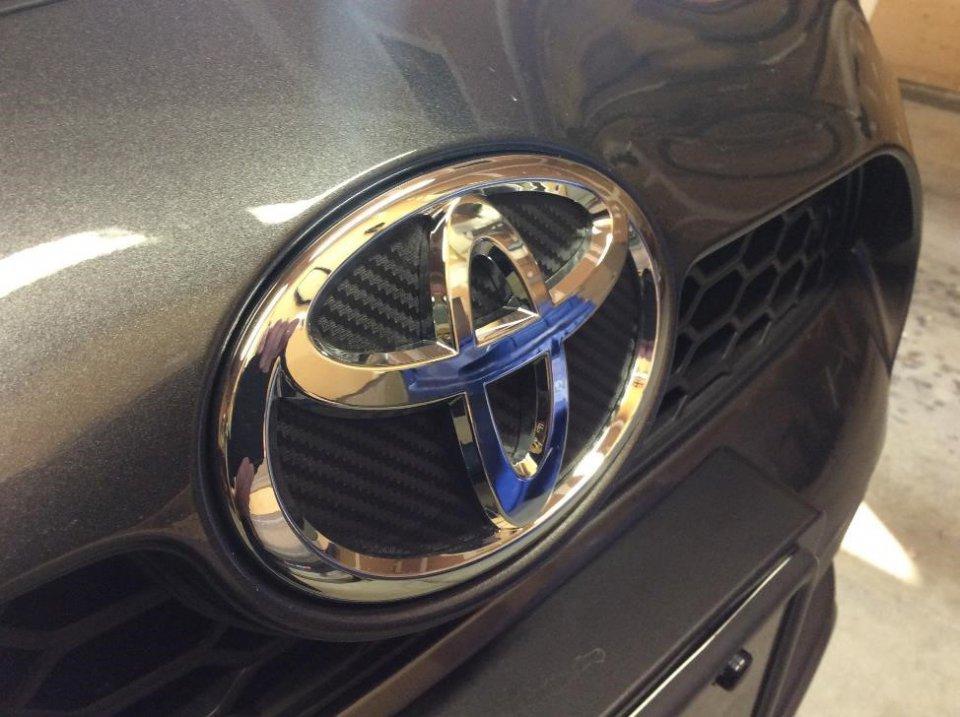 Carbon Fibre Emblem.jpg