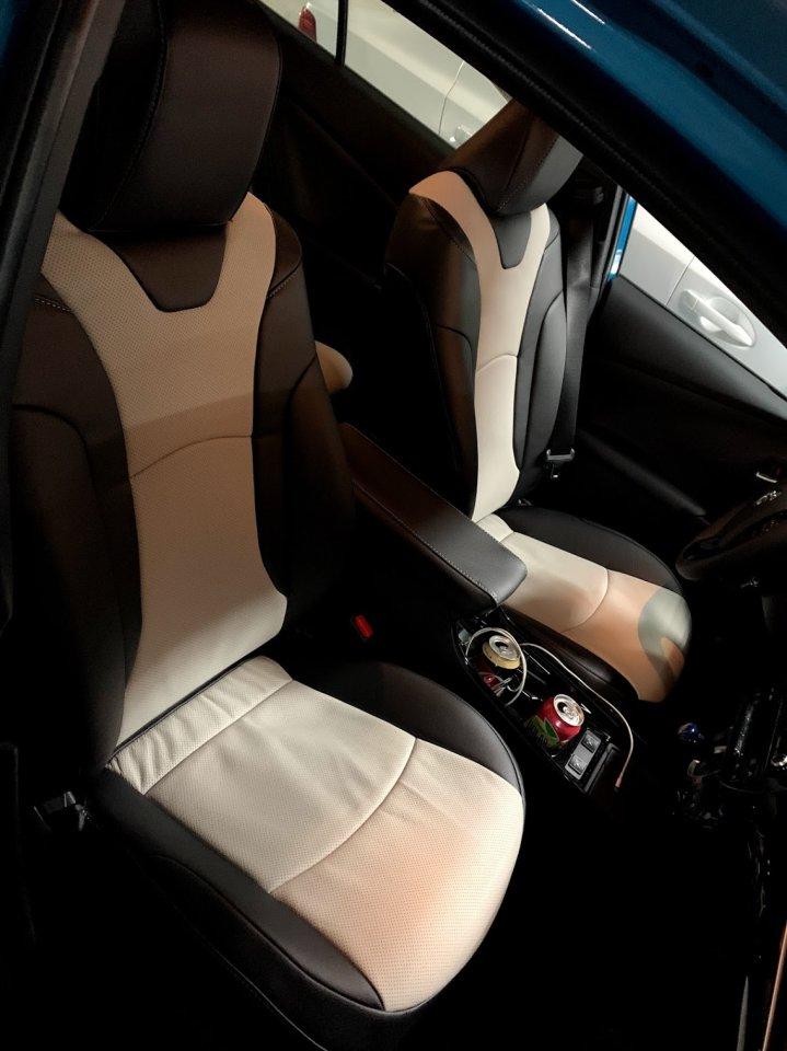 Front Seats 2.jpg