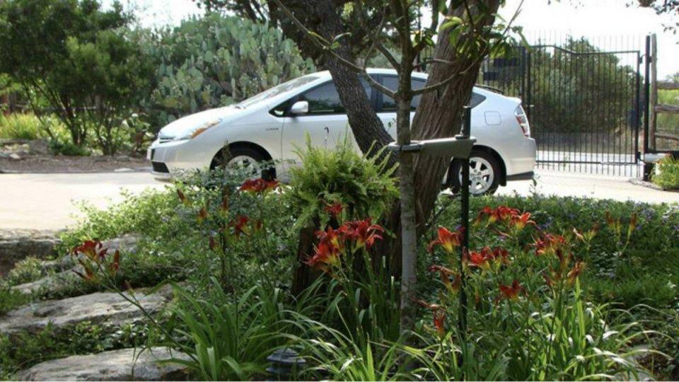 Prius 2008 yard.JPG