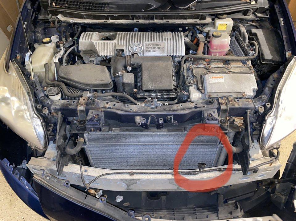 2010 Prius III_Horn disconnected.jpg